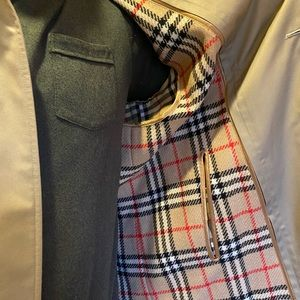Immaculate Burberry Men's Raincoat